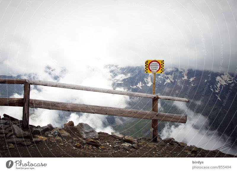 sicher ist sicher Ferien & Urlaub & Reisen Berge u. Gebirge wandern Natur Wolken schlechtes Wetter Nebel Schnee Hinweisschild Warnschild authentisch bedrohlich