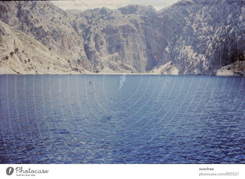 der schatz im silbersee Ferien & Urlaub & Reisen Meer Umwelt Natur Wasser Sommer Schönes Wetter Felsen Bucht See alt blau Urlaubsfoto Berge u. Gebirge