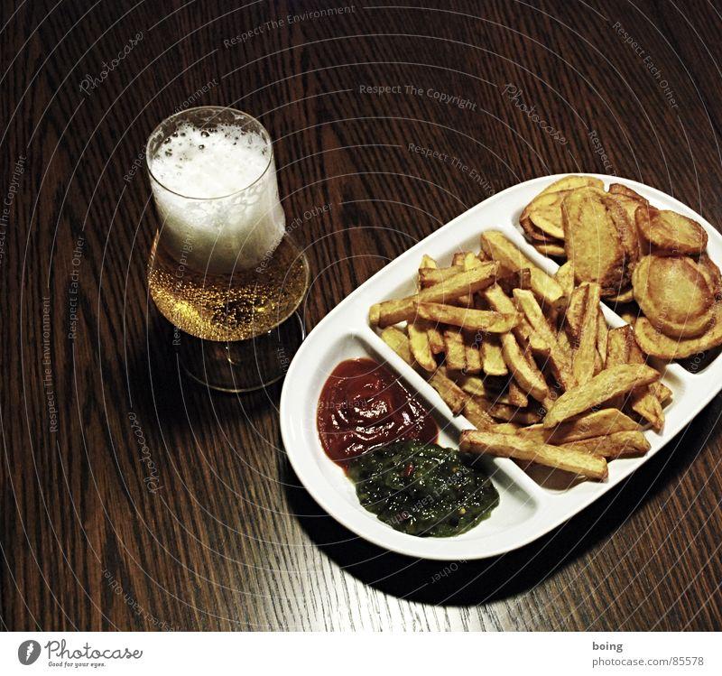 goldgelb™ neulich in der Baumhaus Mensa A3 Kartoffelchips Imbiss Humpen Pommes frites Beilage Mahlzeit Bier Ketchup Portion Fett heiß Gischt Speisesaal antörnen
