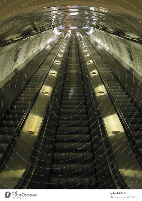 Rolltreppe Tunnel U-Bahn Verkehr Treppe Symetrie