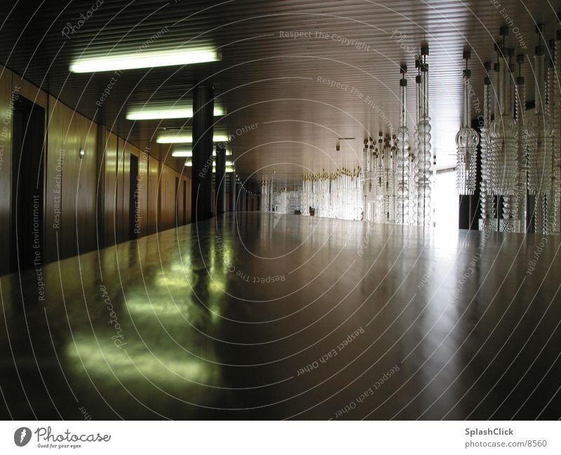 Hotelgang Lampe Licht schlafen Prag Architektur Gang