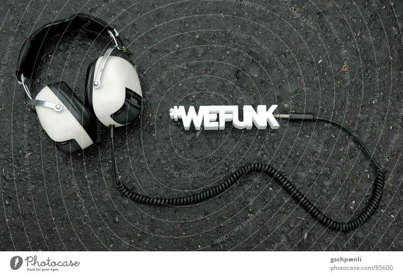You Rock, We Funk // three Funktechnik Kopfhörer Typographie Stil dreidimensional Block angeordnet Asphalt old-school früher stehen Untergrund Konzert Lied