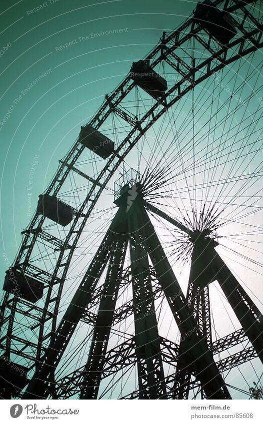 riesenrad Himmel Freude Spielen Freizeit & Hobby Ausflug rund Niveau Schönes Wetter Aussicht genießen Jahrmarkt Begeisterung Wien Riesenrad kultig überblicken