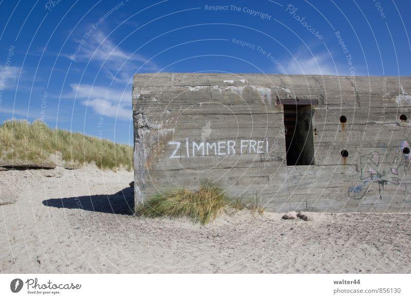 Luxushotel Ferien & Urlaub & Reisen Landschaft Sand Himmel Wolken Sommer Schönes Wetter Küste Ostsee Dänemark Europa Bauwerk Mauer Wand Beton Graffiti blau grau
