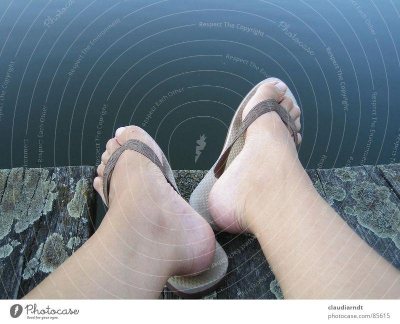 barfuß See Zehen nass Kühlung Sommer Erfrischung Erwartung Badelatschen Ecke kalt Pause Flipflops Mittag Erholung Sommerloch Gelassenheit hydrophob feucht