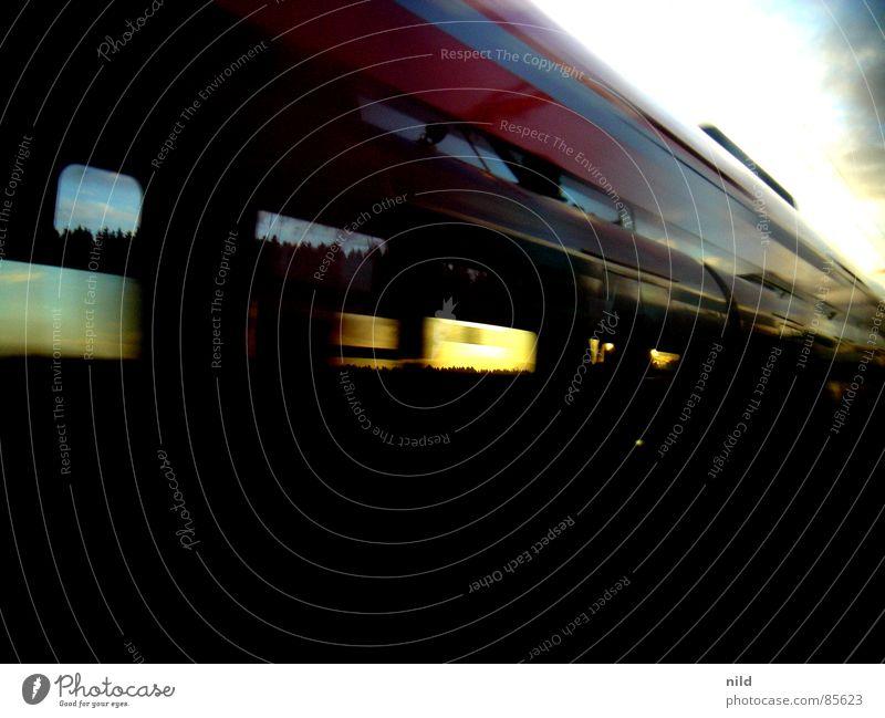 spiegel im spiegel im spiegel im spiegel usw... Kraft Verkehr Eisenbahn Geschwindigkeit Rasen Spiegel Gleise Fensterscheibe Spiegelbild gerade Momentaufnahme