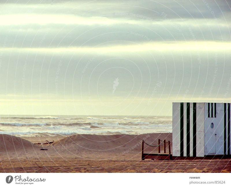 strandbox Wasser Meer Strand Ferien & Urlaub & Reisen ruhig Haus Wolken Einsamkeit See Denken Zufriedenheit Küste Wellen Wetter Toilette Hütte