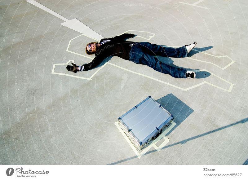 TATORT - geldübergabe II Mann Stil sitzen silber Sonnenbrille gestreift Koffer lässig Handschuhe Kriminalität Mafia Tatort Brille Gangsta Rap Geldverkehr