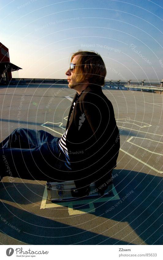 TATORT - parkdeck IV Mann Stil sitzen Sonnenbrille gestreift Koffer lässig Handschuhe Kriminalität Mensch Mafia Tatort Gangsta Rap