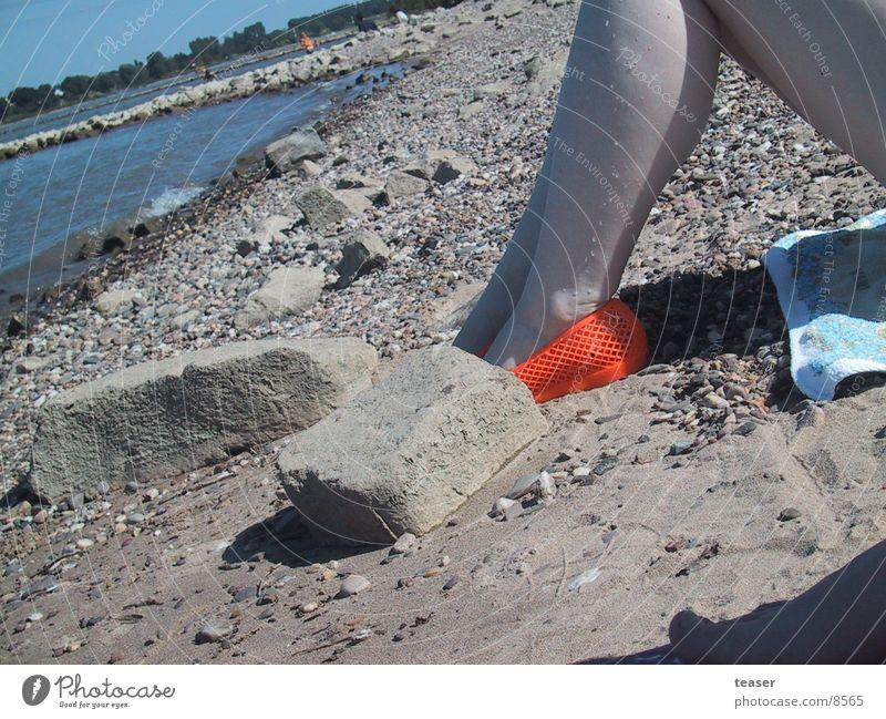 On the Beach Strand Schuhe Frau Mensch Fluss Beine orange Stein