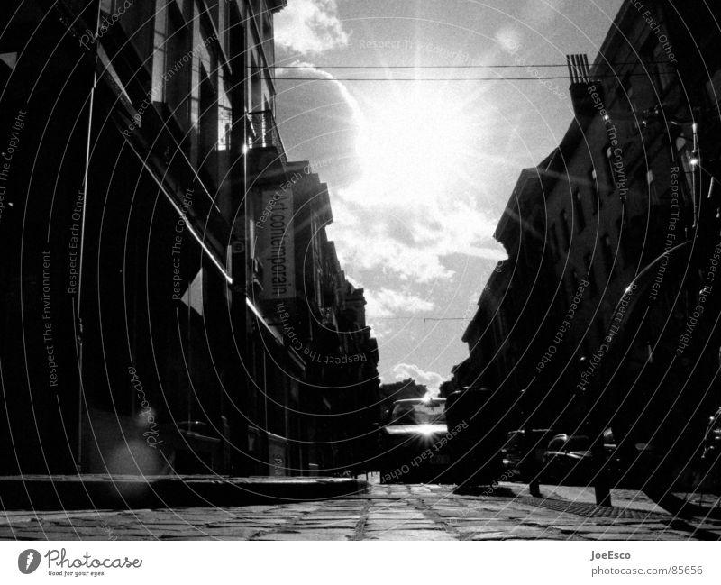 brüssel street life Himmel Stadt Sonne schwarz Schilder & Markierungen Verkehr Perspektive Europa Lifestyle trist bedrohlich Asphalt Verkehrswege Straßenbelag Dynamik Meinung