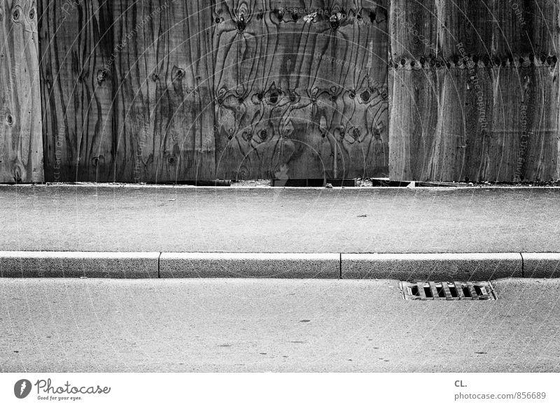 baustelle Wand Straße Wege & Pfade Mauer Holz trist Verkehr Baustelle Bürgersteig Verkehrswege stagnierend Straßenverkehr Gully verborgen
