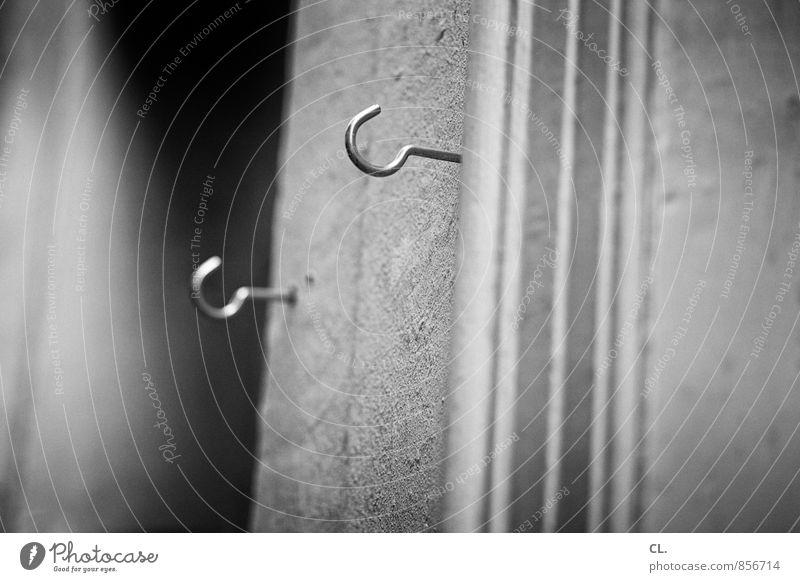 haken Mauer Wand Haken Ordnungsliebe aufhängen befestigen praktisch 2 Schwarzweißfoto Außenaufnahme Nahaufnahme Menschenleer Tag Schwache Tiefenschärfe