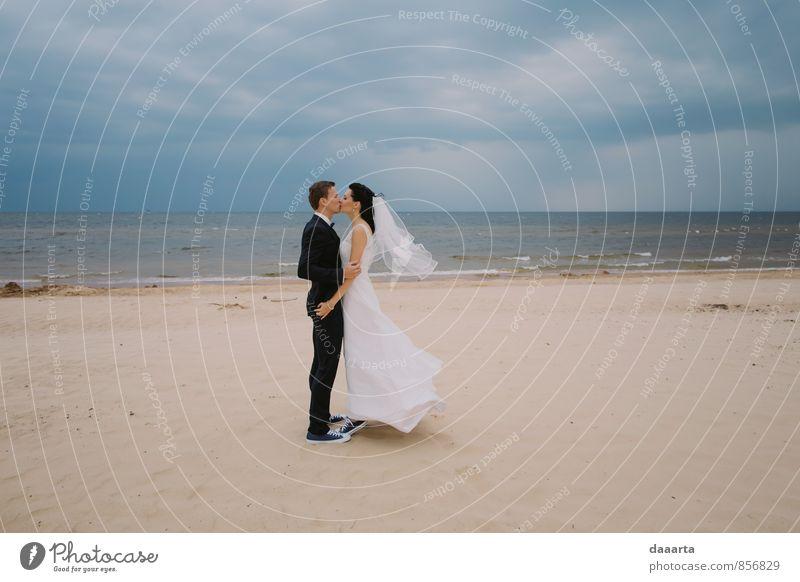 Himmel schön Erholung Wolken Freude Strand Küste Liebe Feste & Feiern Sand Paar Freizeit & Hobby Familie & Verwandtschaft Lifestyle Erde elegant