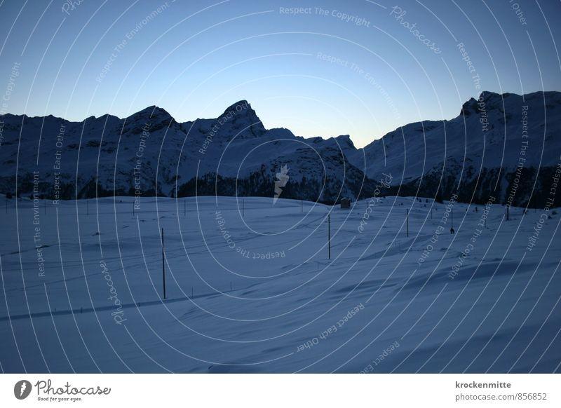 Winterschlaf Umwelt Natur Landschaft Himmel Sonnenaufgang Sonnenuntergang Schnee Hügel Felsen Alpen Berge u. Gebirge Gipfel Schneebedeckte Gipfel leuchten blau