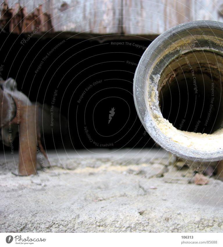 PHOTOCASE (c) ABFLUSSROHR Abflussrohr schwarz Quadrat praktisch Stahl Müll Ekel verfallen verrotten Kanalisation Öffnung Blick geheimnisvoll Altbau Holz