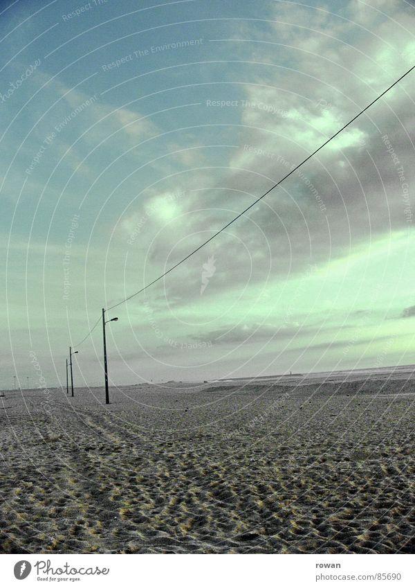 strandlaternen... Himmel Meer blau Strand ruhig Wolken Einsamkeit Ferne kalt Sand Küste Wind Wetter leer Elektrizität Kabel