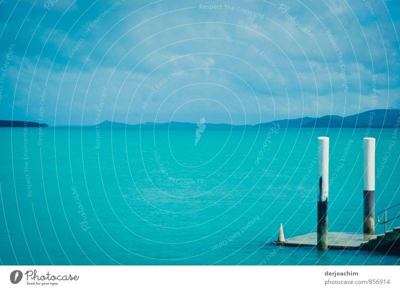 Kleiner Pier blau weiß Wasser Sommer Meer Erholung ruhig Umwelt Holz außergewöhnlich Insel Schönes Wetter beobachten Hafen entdecken Fernweh