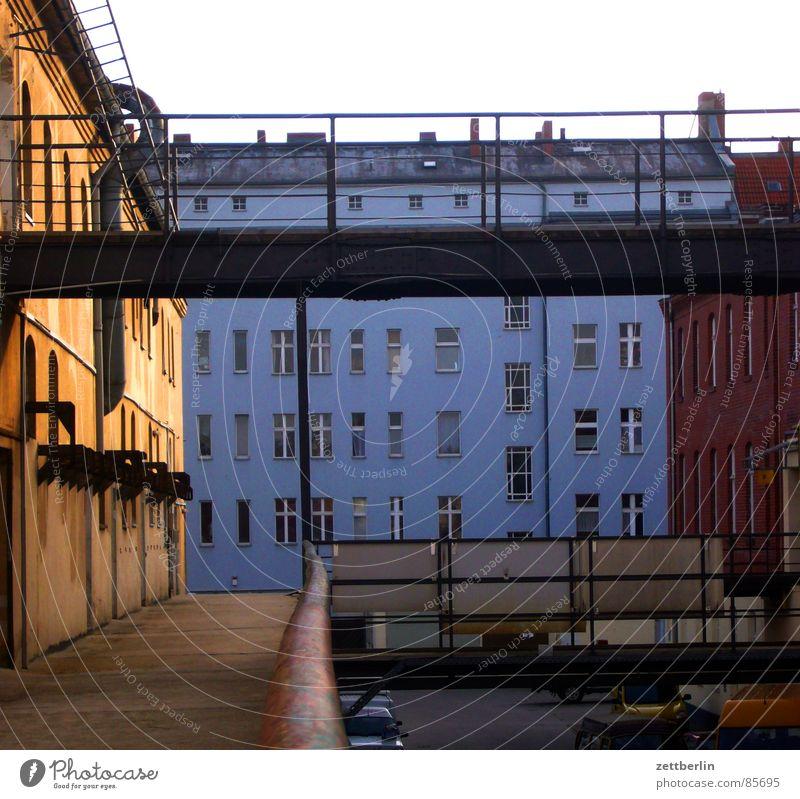 Gang {m} (beim Essen) = course Haus Berlin Fenster Architektur Fassade Brücke Handwerk Handwerker Mieter Gewerbe Stadthaus Vermieter Empore Vorderseite