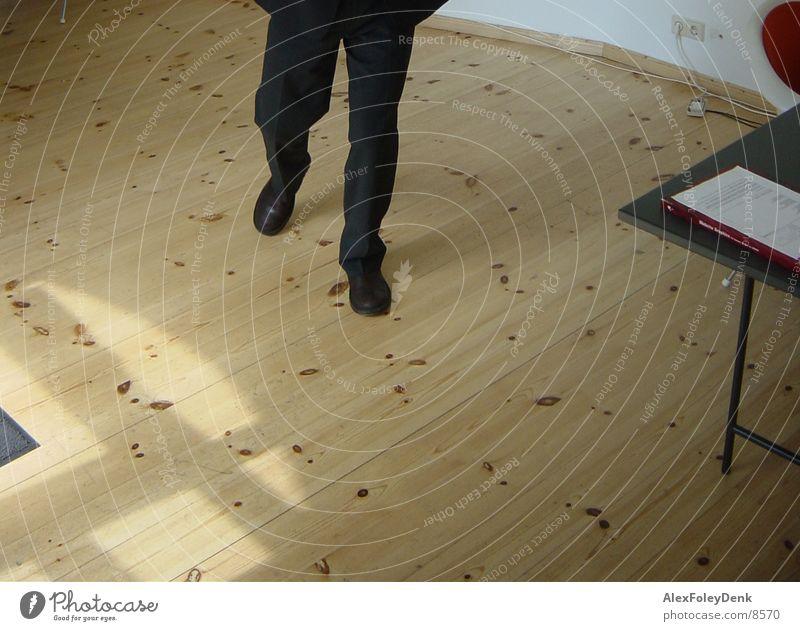 beine Beine Fuß Schuhe laufen Holzfußboden Fototechnik