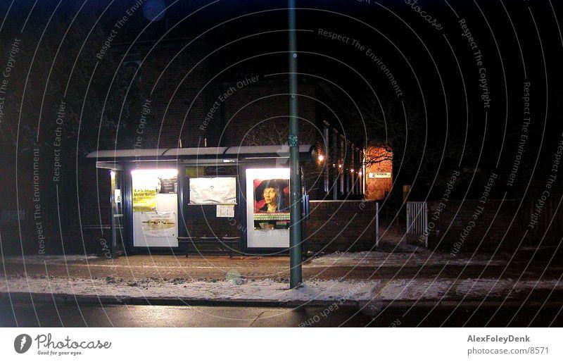 Busstop stoppen Nacht Verkehr Station Abend
