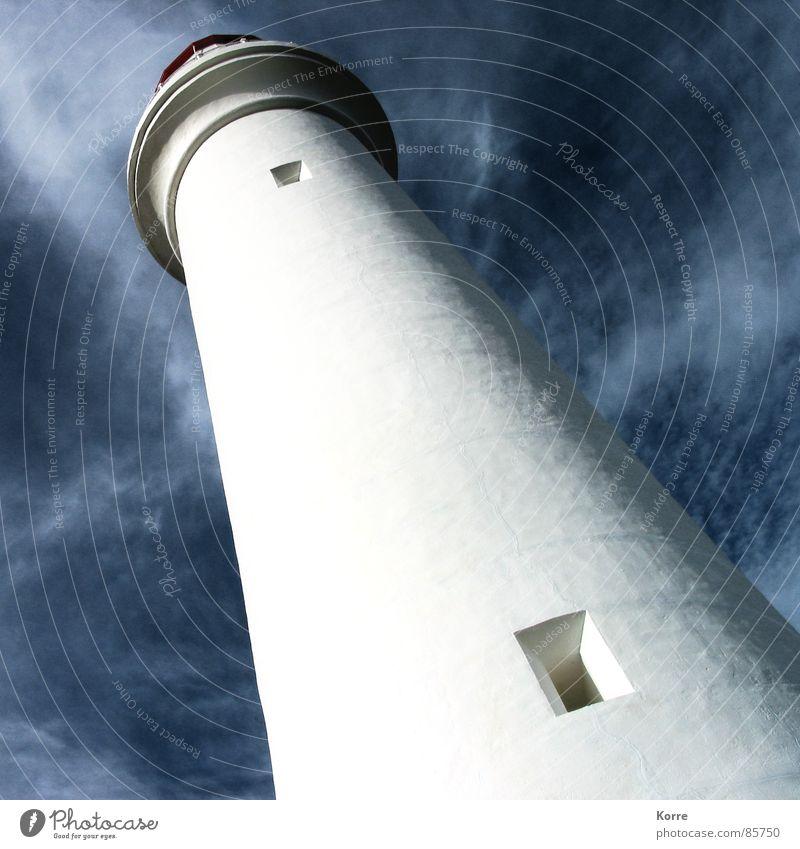Der Turm am Meer I Himmel weiß Meer Sommer Einsamkeit Fenster Freiheit Küste hoch Sicherheit Niveau Aussicht bedrohlich Turm Vertrauen führen