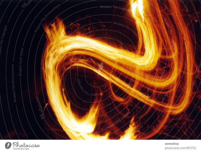 Spiel mit dem Feuer rot schwarz gelb Wärme Bewegung Linie wild Geschwindigkeit gefährlich Brand Vergänglichkeit Streifen heiß Leidenschaft Flamme