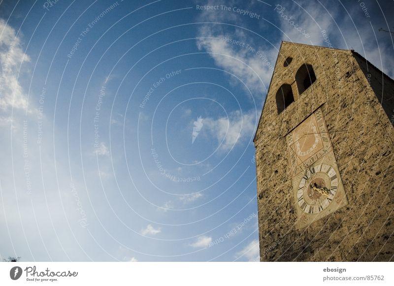 zum himmel Uhrenzeiger Haus Unbeschwertheit luftig leicht Religion & Glaube Götter Sonnenuhr Sommer historisch hell-blau Luft Christentum Gotteshäuser Himmel