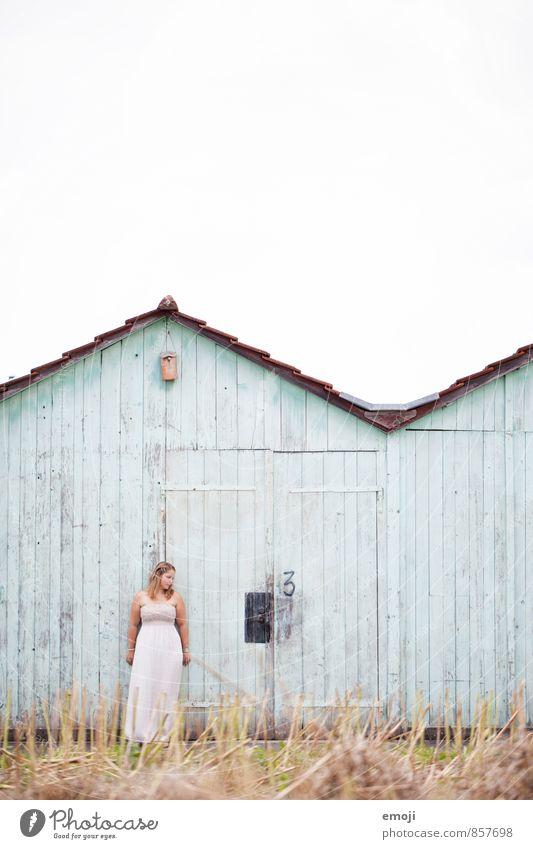 turquoise Mensch Jugendliche schön Junge Frau Haus 18-30 Jahre Erwachsene Hütte türkis maritim