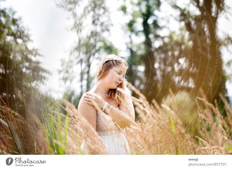 fühlen feminin Junge Frau Jugendliche 1 Mensch 18-30 Jahre Erwachsene Umwelt Natur Landschaft Sommer Schönes Wetter schön natürlich Farbfoto Außenaufnahme Tag