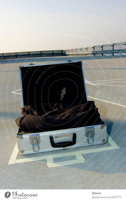 TATORT - KOFFER VII Silberkoffer Tatort Koffer winken Leiche umrandet Kriminalität grün Anzug Bekleidung Dinge sacko spurensicherung Geldverkehr geldkoffer