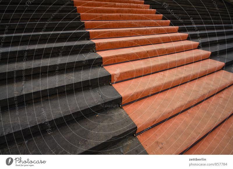 Roter Teppich Architektur Berlin Fuß Treppe Bodenbelag Textfreiraum Spuren Straßenbelag aufwärts Karriere Fußspur abwärts Dom Teppich aufsteigen Treppenabsatz