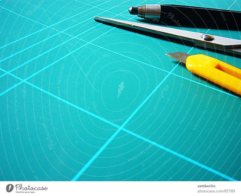 Grafikbesteck bestätigen geschnitten Unterlage Bleistift zeichnen Entwurf Papier Raster Spielzeug Spielfeld Arbeit & Erwerbstätigkeit Typographie planen Kunst