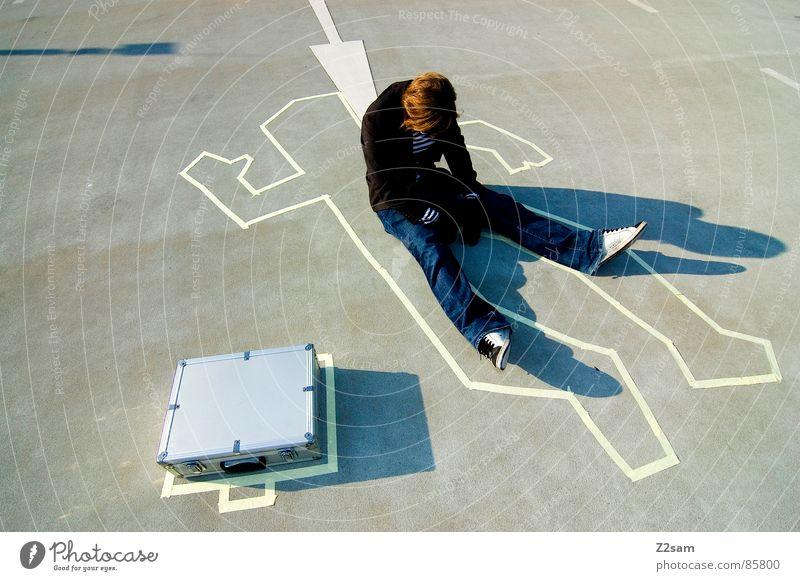 TATORT - wiederauferstehung-END Handschuhe Tatort Kriminalität Koffer Gangsta Rap lässig Sonnenbrille gestreift Stil aufstehen aufwachen Mann man geldkoffer
