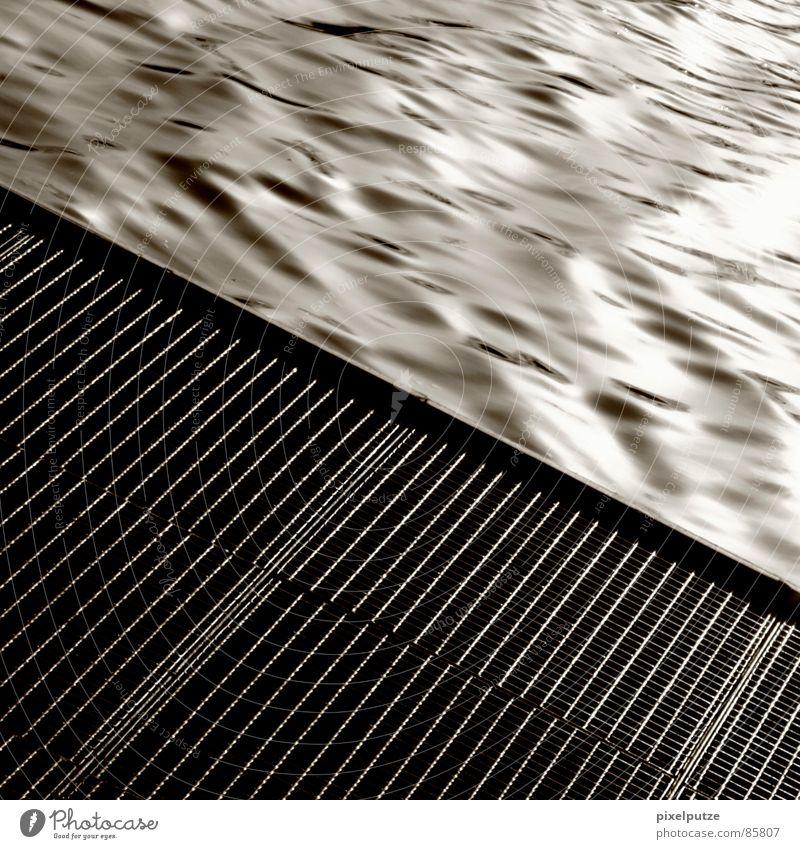 abfluss || blitzen penibel Neckar untergehen Absturz Wellen Flüssigkeit nass feucht Steg Quadrat grau schwarz harmonisch ankern Stuttgart Abfluss Bach
