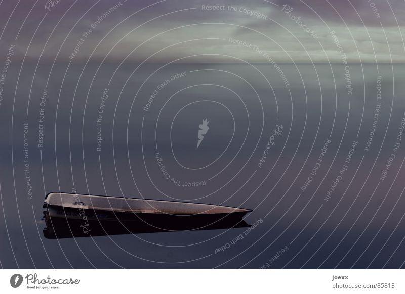 Alone in the dark abgelegen Angeln beschaulich Wolken Wasserfahrzeug dunkel Einsamkeit Fischerboot ruhig Gewitterwolken Horizont Ruderboot schweigen See Sturm