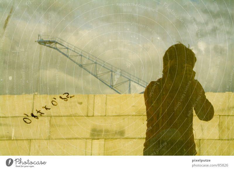 pixelputze@work Selbstportrait Spiegel Glasscheibe Fensterscheibe Wand Mauer Spielen Kran graphisch Schatten Schattendasein Spiegelbild Industrie Konzentration