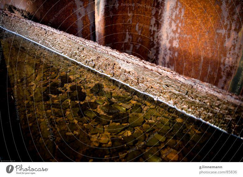 find me Wasser alt Bewegung Stein Wasserfahrzeug Metall Güterverkehr & Logistik Bodenbelag Hafen Toilette Mitte Café Stahl Verfall Rost Anlegestelle