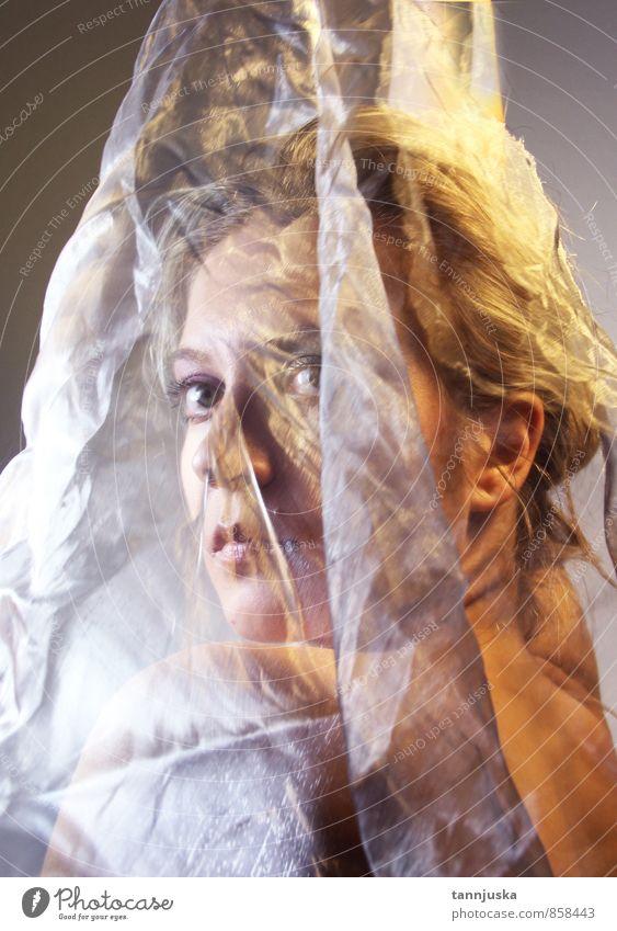 Junge schöne Frau mit transparentem Stoff Reichtum Stil Haare & Frisuren Haut Gesicht Schminke Mädchen Erwachsene Mode Kleid Schal Behaarung machen Erotik hell