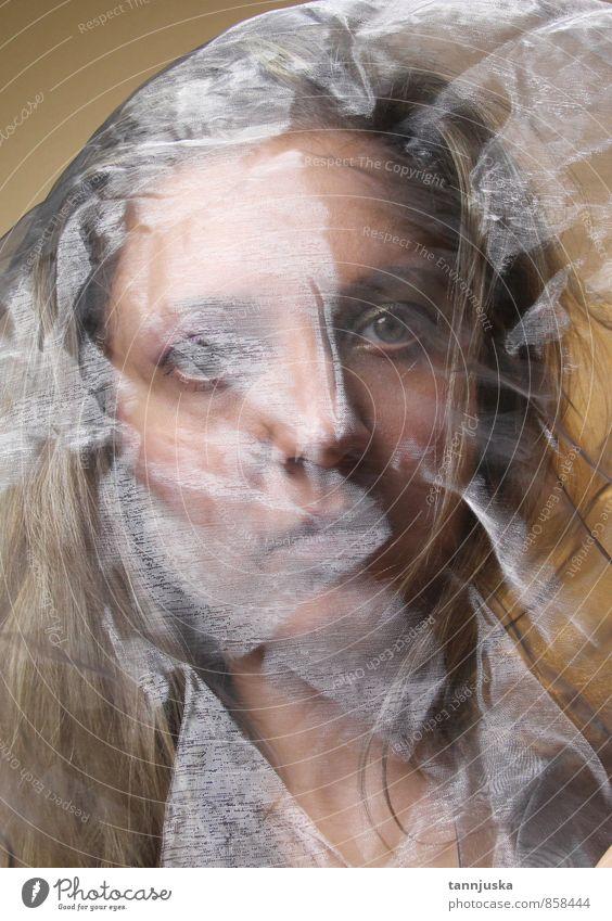 Junge Frau mit transparentem Stoff Reichtum Stil schön Haare & Frisuren Haut Gesicht Schminke Mädchen Erwachsene Mode Kleid Schal Behaarung machen Erotik hell