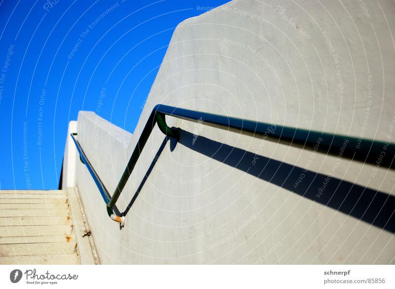 Geländer aufsteigen Brücke Himmel Detailaufnahme Treppe Farbe Verschiedenheit Leiter Röhren