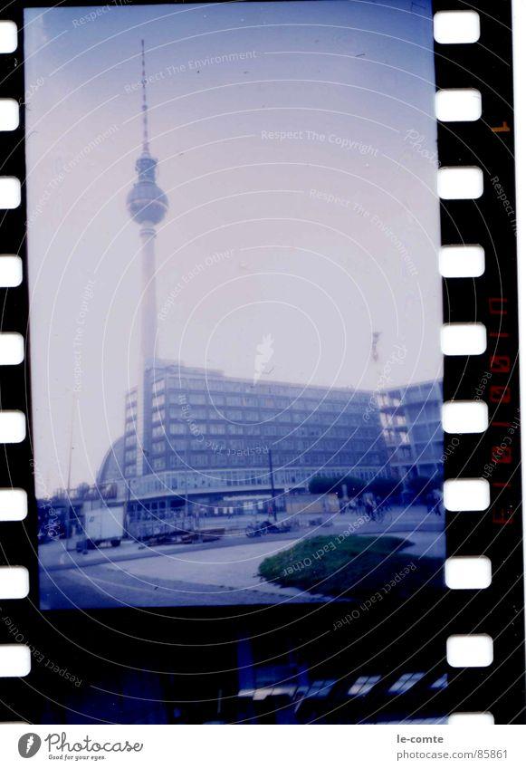 berlinblue I Alexanderplatz retro Wahrzeichen Denkmal Berlin Lomografie Berliner Fernsehturm blau Filmindustrie Hauptstadt
