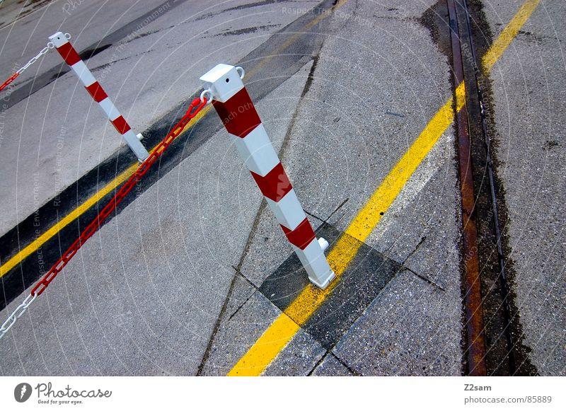 markierungswahnsinn II gelb Fußgänger Gleise Teer rot Warnfarbe Stil Geometrie Perspektive Schilder & Markierungen Linie lines Wege & Pfade zeigen Signal Kette