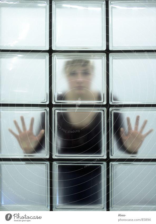 vereist Frau Hand kalt Fenster warten Netz Quadrat Rechteck