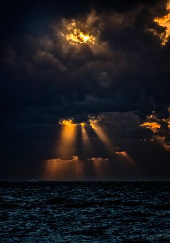 Zorn Gottes Natur blau Sommer Wasser Umwelt Horizont orange Wetter Luft Klima nass Urelemente Glaube Wut Unwetter gruselig