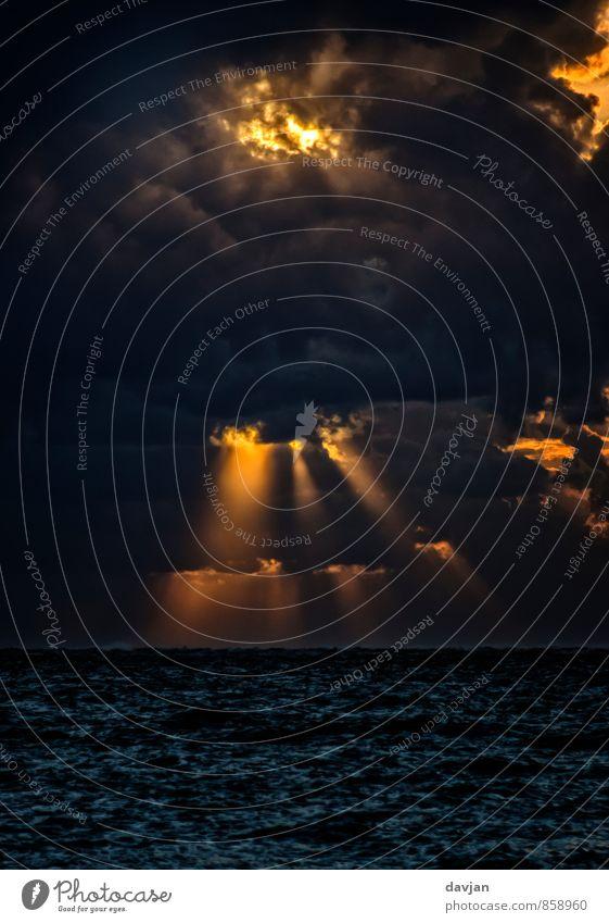 Zorn Gottes Umwelt Natur Urelemente Luft Wasser Gewitterwolken Horizont Sommer Klima Klimawandel Wetter schlechtes Wetter Unwetter Sturm Nordsee Aggression
