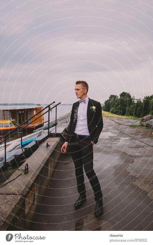 eine Pause für Lifestyle elegant Stil Freude Rauchen Leben harmonisch Freizeit & Hobby ausgehen Feste & Feiern maskulin Regen Küste Seeufer Flussufer Hafen