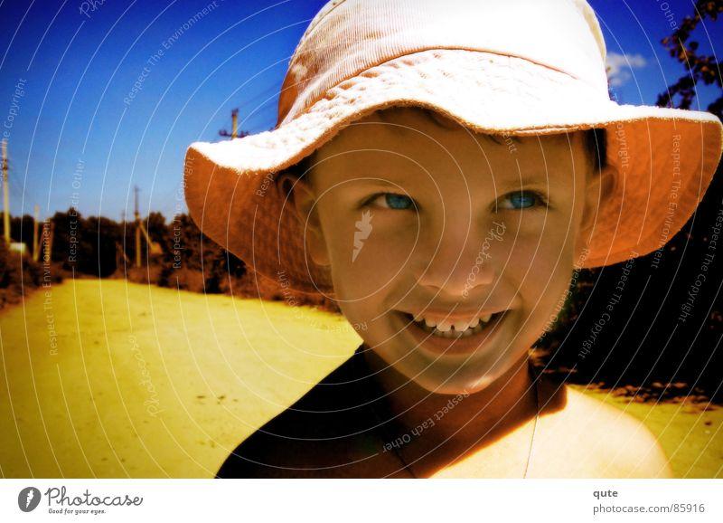 Kid Kind grinsen Freude boy hat sunny Junge lachen