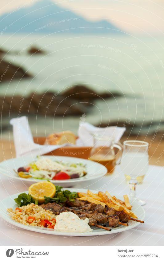 Alexis Sorbas Abendessen Lebensmittel Fleisch Käse Joghurt Gemüse Salat Salatbeilage Frucht Brot Spirituosen Wein Teller Glas Ferien & Urlaub & Reisen