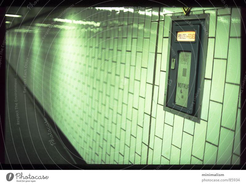 silence. ruhig Einsamkeit Gelassenheit Tunnel U-Bahn Köln Bahnhof Unterführung Fußgängerunterführung Kölner Verkehrs-Betriebe